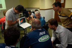 Emerson Shiromaru mostra sistema para representantes dos times da Copa Brasil; avanços e ideias foram discutidos
